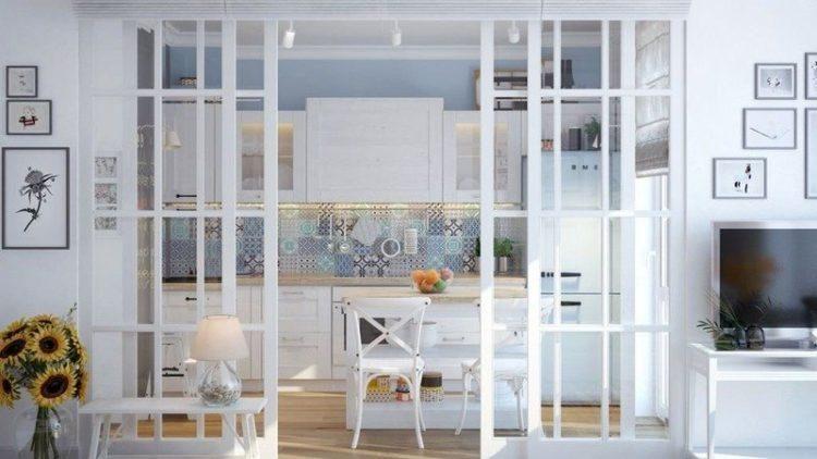 Белые двери на кухне